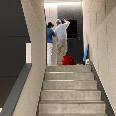 階段室工事中